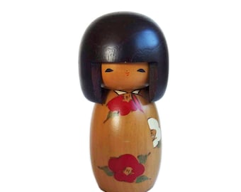 Charming Vintage Kokeshi Doll with Pageboy Hair and Beautiful Floral Kimono. Japanese Kokeshi Doll. Kokeshi. Sosaku Kokeshi. Kawaii Doll