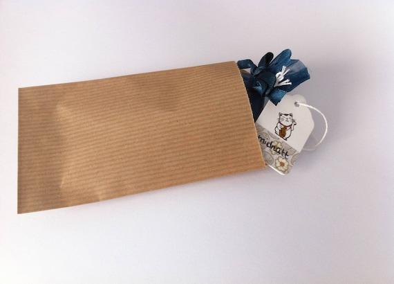 emballage cadeau dans un petit sachet en kraft. Black Bedroom Furniture Sets. Home Design Ideas