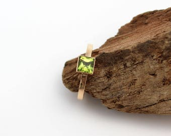 Gold peridot ring. 14k solid gold peridot ring. Princess cut square peridot ring. August birthstone ring. Unique green stone jewelry