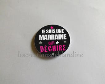 """special magnet """"I'm a godmother who rocks"""" it measures 5.8 cm in diameter"""