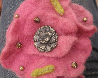 "Large brooch-clip ""Wool Art Deco flower"""