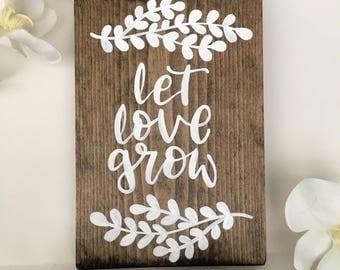 Let Love Grow w/ Laurels / Wood Sign