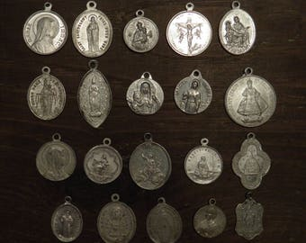 lot of 20 different religious medals in aluminium B