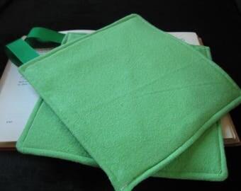 Green flannel potholders (set of 2)