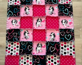 Flannel beagle quilt, Flannel blanket, Hearts Polka Dot quilt, Beagle lover, Dog crate, Baby Toddler, baby shower gift;10% of PP to charity
