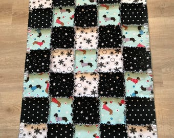 Dachshund flannel quilt, Fleece dachshund quilt, Doxie blanket, dog crate, Black White Polka dots, Flannel fabric dog;10% of PP to charity