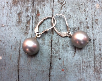 Vintage Black Pearl and Sterlng Silver Earrings