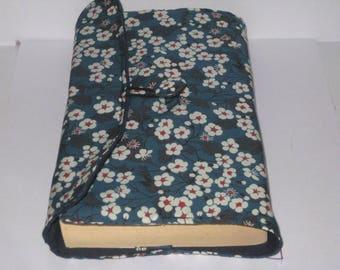 Pochette protège livre de poche ou grand format, protection livre, housse de livre, cadeau lectrice en véritable liberty mitsi bleu marine