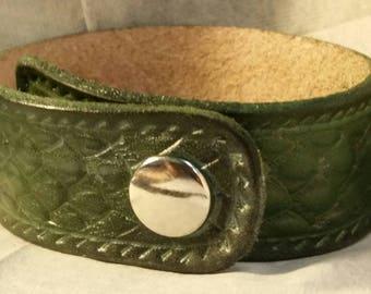 Dragonscale bracelet: Silvered Green