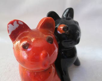 Vintage Cat Salt and Pepper Shaker, Connected Shakers Made in Japan