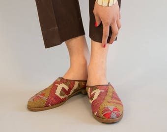 Tapestry Shoes - Vintage 80s Eighties Handwoven Kilim Tapestry Mules Ethnic Boho  Shoes with Stacked Leather Heel Size 8