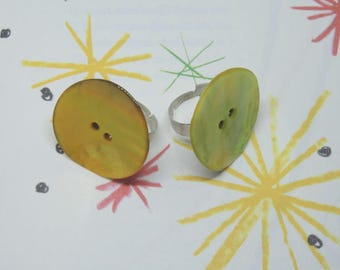 Maxi ring with mother of Pearl shell buttons yellow or grey