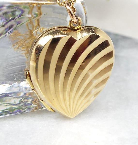 Vintage / Art Deco 9ct Gold Engraved Sunburst Love Heart Locket Necklace Chain