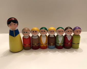 Snow White and the Seven Dwarves Peg dolls