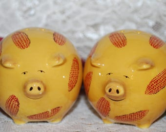 Clay Art 2 Pc Yellow Covered With Ears Of Corn Footed Salt & Pepper Shaker Set
