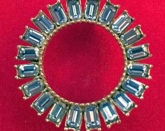 Gorgeous 50s Vintage Light Blue Baguette Rhinestone Circle Pin Brooch