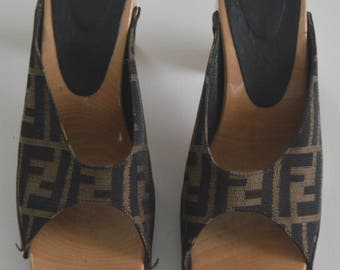 Vintage 1970s/80s Fendi wood platform sandals - Geta heel