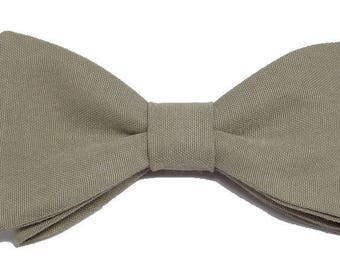 Beige bow backed with straight edges