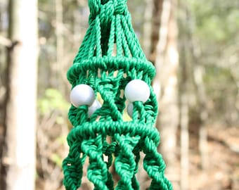 Kelly Green Plant Hanger with White Swirl Marbella Beads