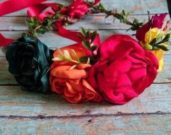 Hermosa corona tipo Frida Kalo flores elaboradas a mano para niñas o adultas Mexican style