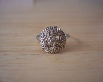 Beautiful Vintage 6 Stone Natural Diamond Ring in 14kt White Gold
