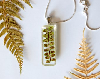 Resin with dry flowers and fern