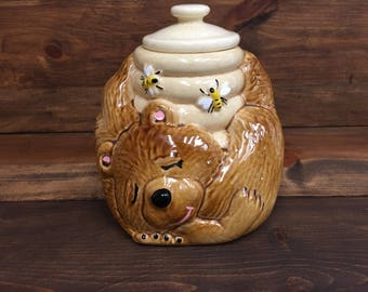 1970's McCoy Sleeping Bear With Honey Pot Cookie Jar USA 143