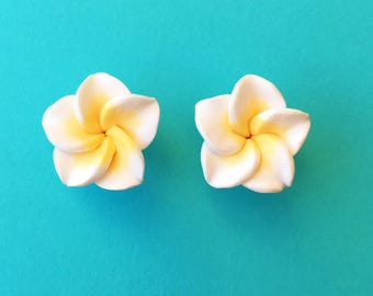 "Fun in the Sun Collection - ""Pretty Plumeria"" Earrings Tiki Hawaiian Themed - White and Yellow"