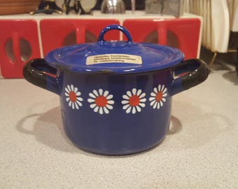 Small Vintage Enamelware Casserole with Daisies