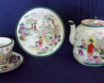 VINTAGE Unmarked Japanese Trio & Tea pot Hand decorated Geisha Scenes 30s-50ies