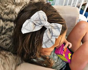 "SALE- Gray Webbed  : ""retro"" bow on clip"