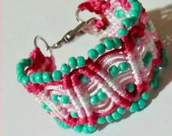 Micro Macrame Basic Wave Bracelet Tutorial. Easy to Follow Instructions.