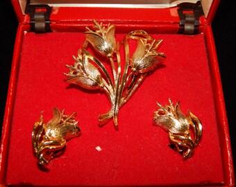 Vintage Lisner Set, Gold Tone Flower Brooch, Gold Tone Flower Earrings, Clip On Earrings Brooch Set Signed Lisner