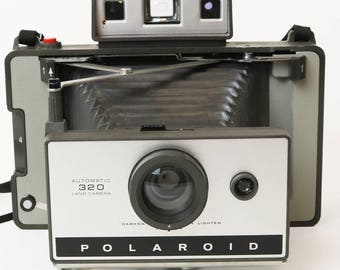 Vtg Polaroid Instand Land Camera Model 320, Folding