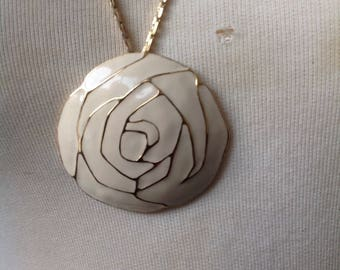 Vintage Monet Cream & Gold Enamel Round Flower Pendant Chain Link Necklace / Vintage Jewelry