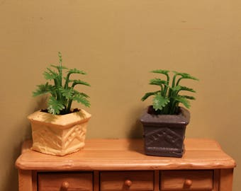 DOLLHOUSE MINIATURE Garden Planter/Pot With Light Green Fern