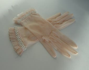 Cute Soft Pink 50s Sheer Nylon Gloves With White Dots Pleats And Lace // Size 6/6.5