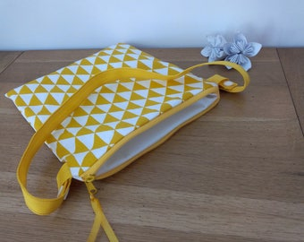 Waterproof pouch for pool printed yellow and white triangles