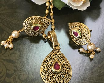 High Quality 1 gm gold micro plated Pendant & earring Set with Chain