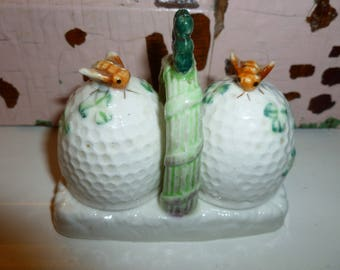 Sweet Vintage Ceramic Bee Hive Salt And Pepper Shakers From The 1950's-1960's Made In Japan