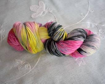 Écheveau laine à chaussettes fingering  / laine teinte à la main