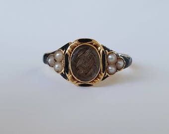 1850 Victorian mourning ring in 18ct gold