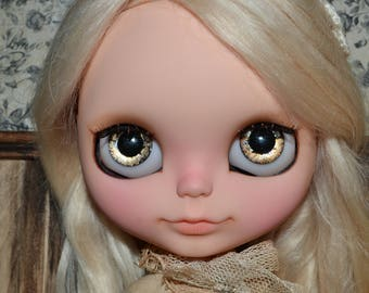 Blythe hand painted metallic and glitter eyechips. Doll, clothes and other props NOT included