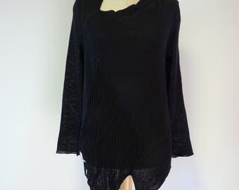 Casual knitted black linen sweater, M size.