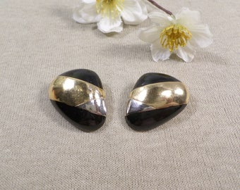 CINER! Beautiful Vintage Gold Tone Pair Of Enamel Clip On Earrings Signed Ciner  DL#2740