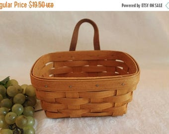 Summer Sun Sale 1995 Longaberger Small Wall Hanging Key Basket in Excellent Condition - Signed D.A.B.