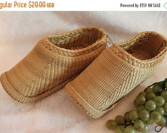 SALE Vintage Chinese Woven and Braided Straw Shoes - Women's Size 7.5 to 8