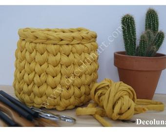 Panier corbeille vide poche réalisé au crochet en trapilho couleur moutarde