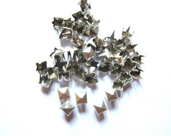 20 NAILS HAS CLAW 4 MM SILVER PYRAMID SQUARE