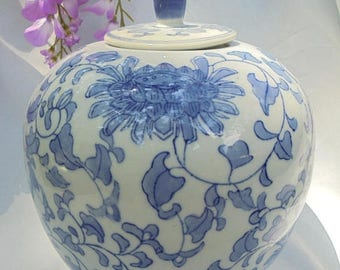 """BLUE WILLOW , GINGER Jar, Chinoiserie Chic, Blue White China, H 10,5"""""""